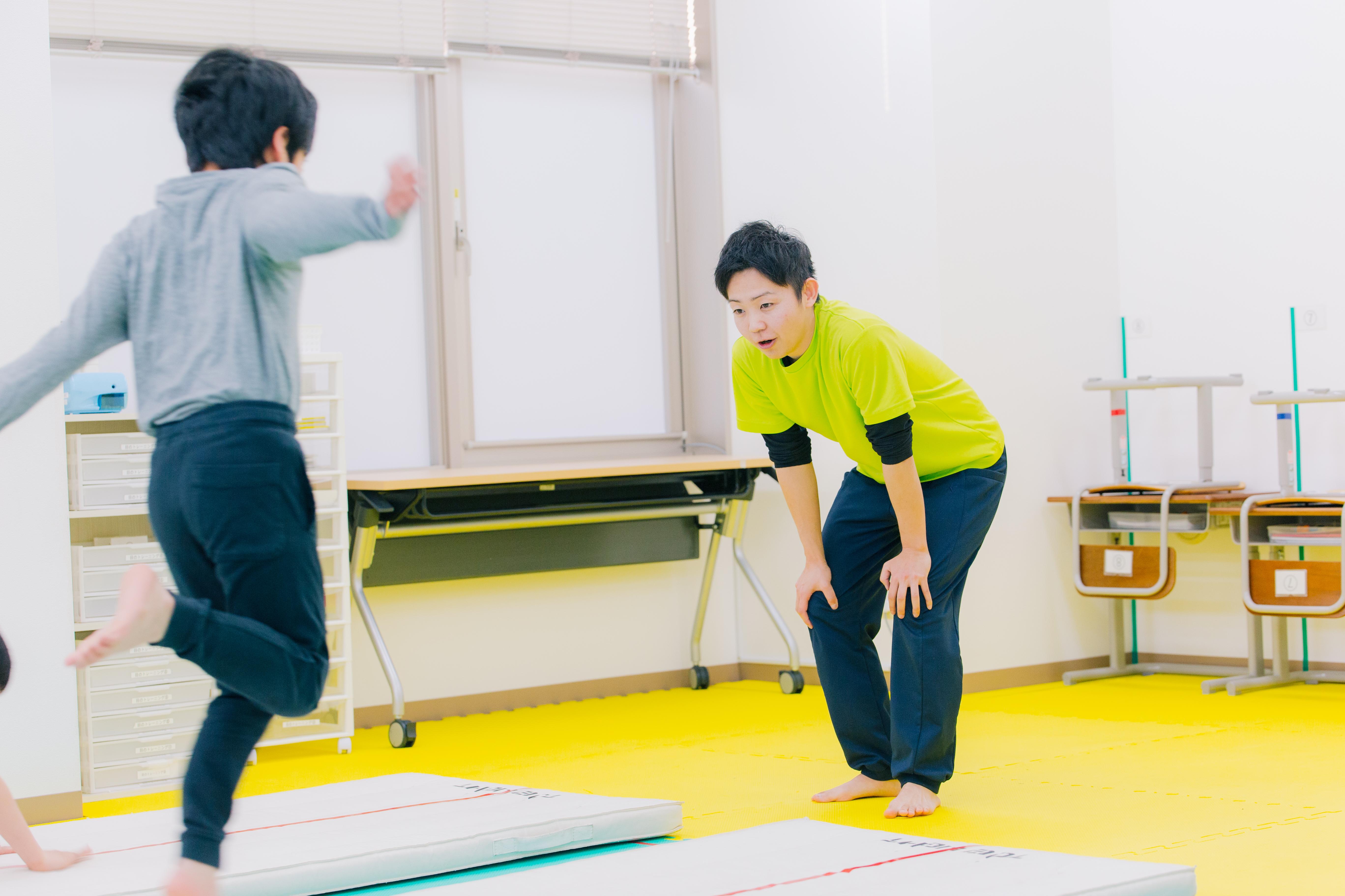週5日勤務で運動学習を通じた障害児支援をおこなう教員パート